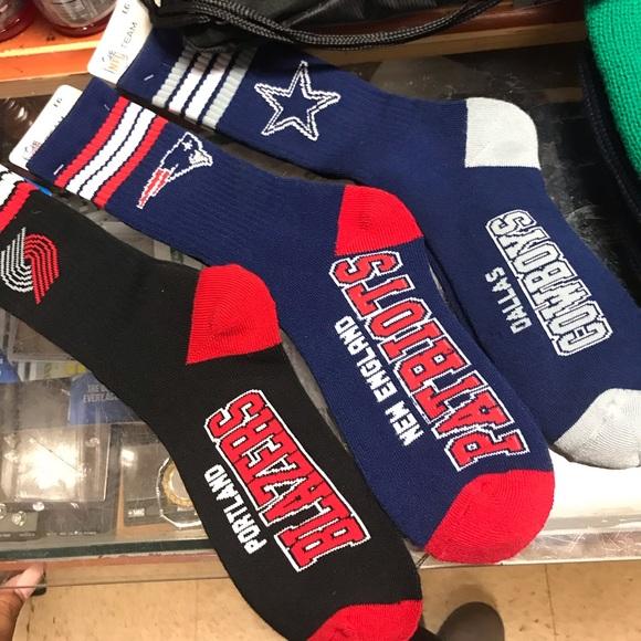 46d3b14a NFL Team Socks NWT
